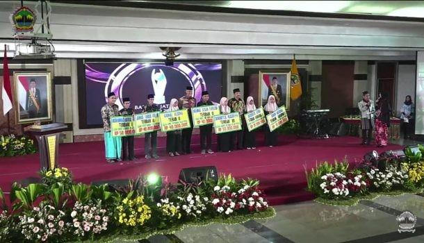 Dua Santri Pesantren Raudlatul Ulum Guyangan Mendapat Penghargaan 40 Juta dan 10 Juta Rupiah dari Gubernur Jawa Tengah
